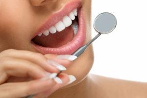 Healthy teeth and mirror